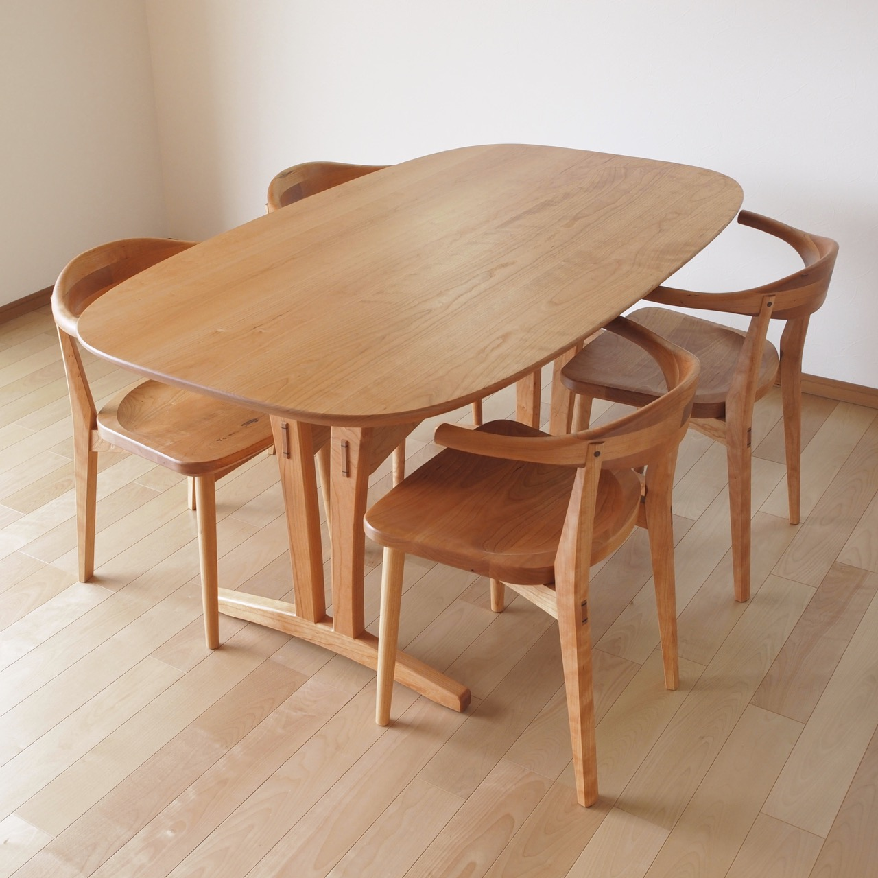 Trestle Oval Table & AD Chair